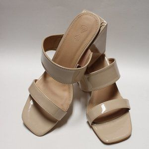 Diamonds Women's Beige Sandal Lacquered Square Hee